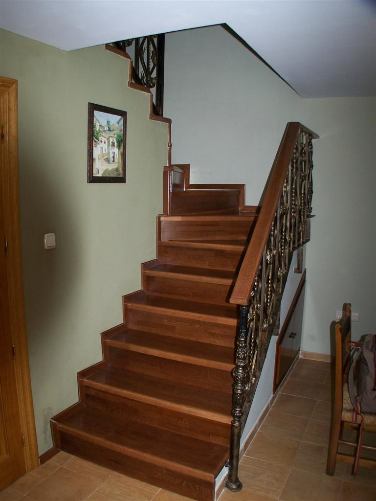 Carpinteria bhita escaleras y barandas for Armarios para escaleras